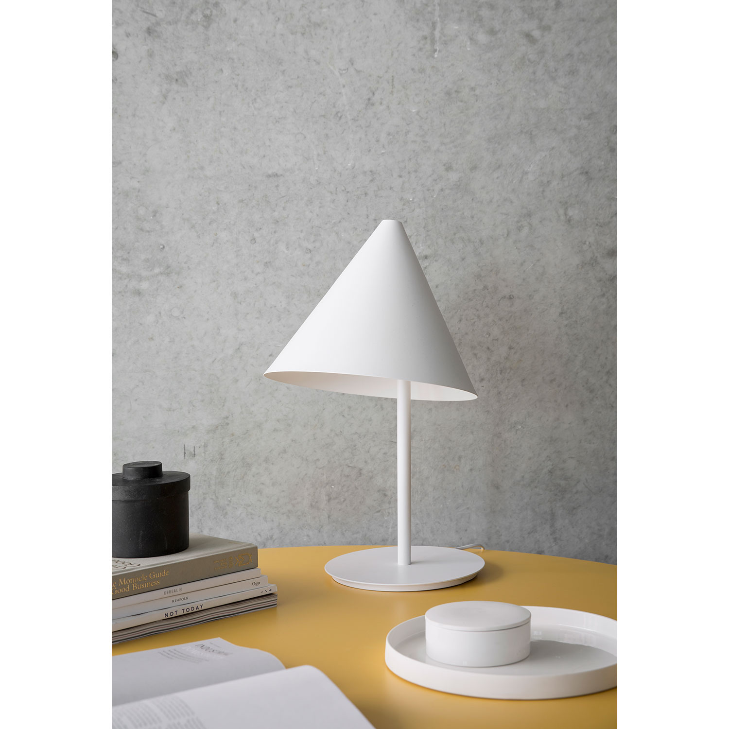 Conic bordslampa, vit