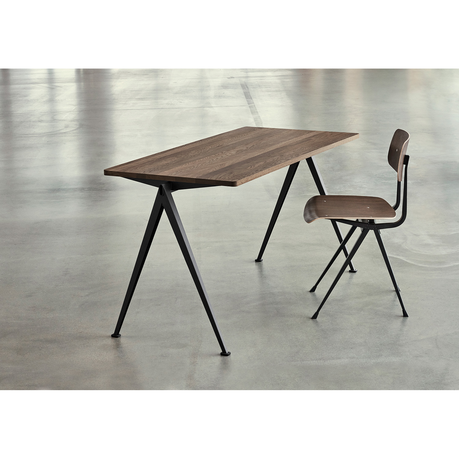 Pyramid desk 01 140x65, black frame/smoked
