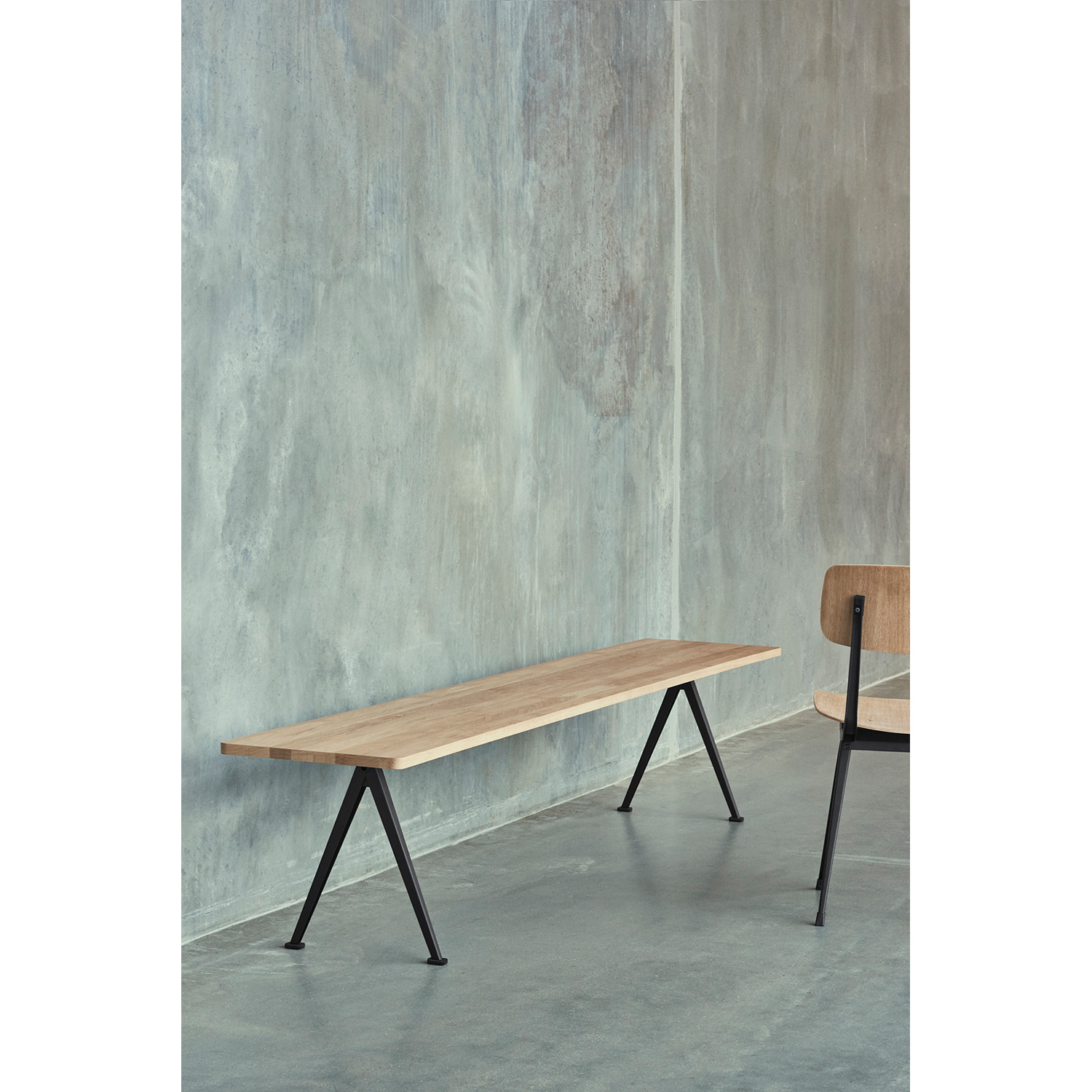 Pyramid bench 11 200x40, black frame/smoked