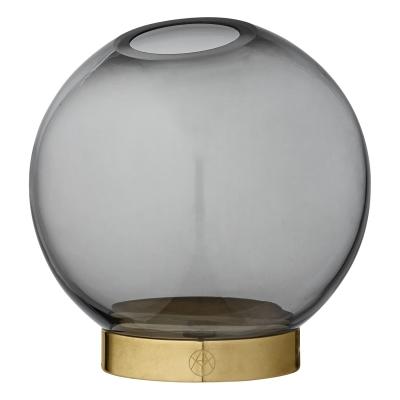 Globe vas S, svart/mässing