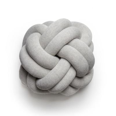 Bild av Knot kudde, vitgrå