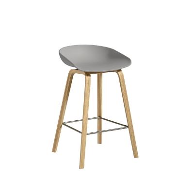 Bild av About a Stool 32 barstol h 65, grå/klarlackad ek