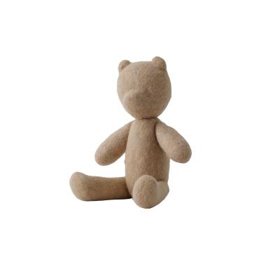 Teddy, sand