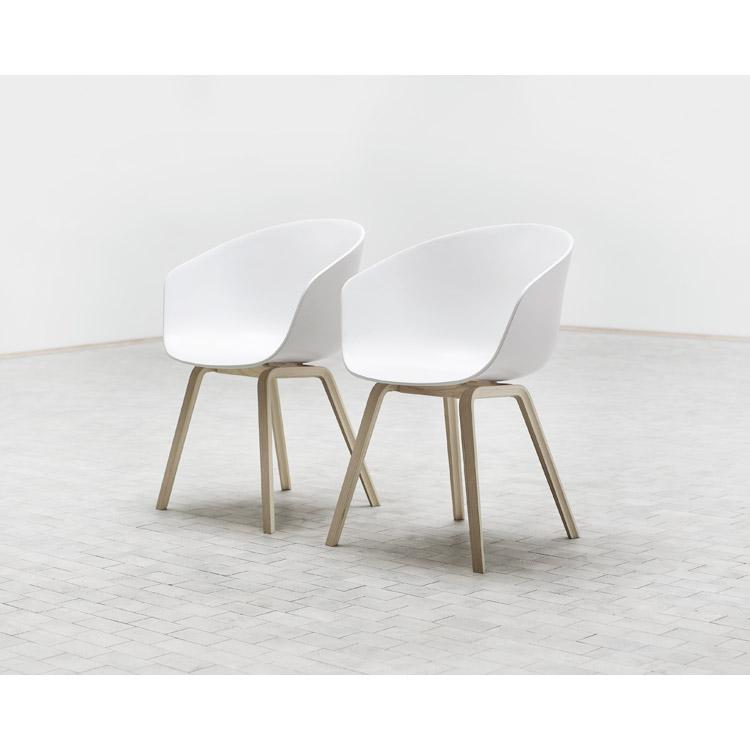 vit stol med ekben