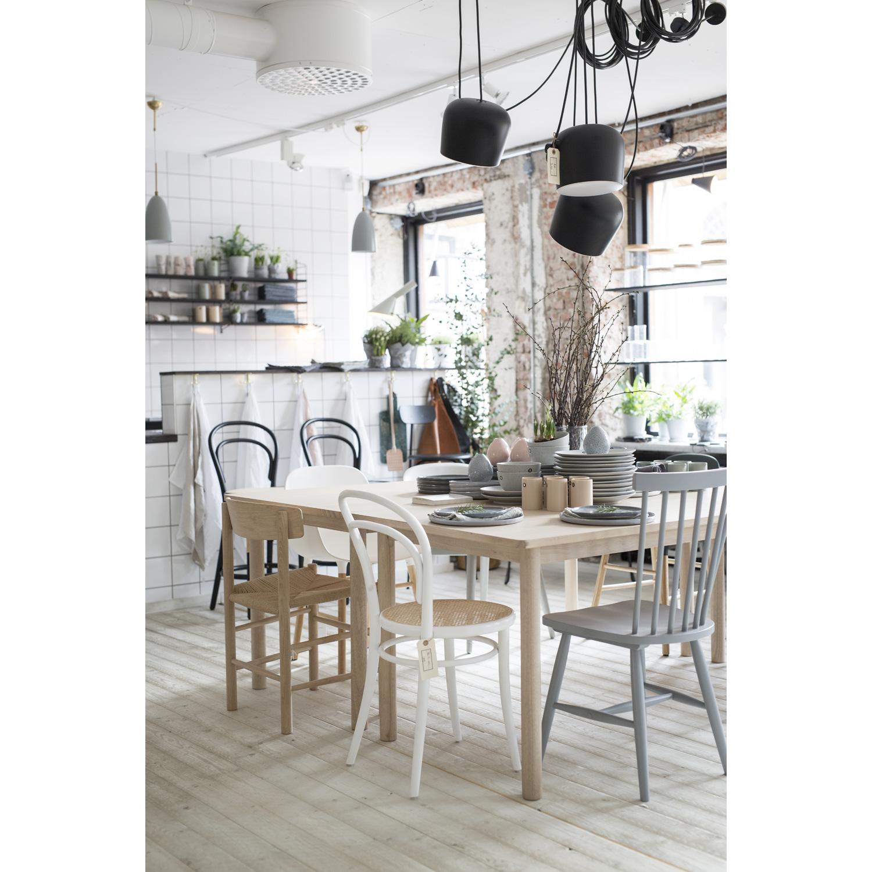 matbord med pinnstolar